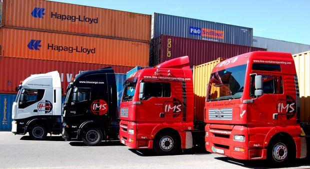Containertransport (c) Wolfgang Tomassovich_pixelio.de