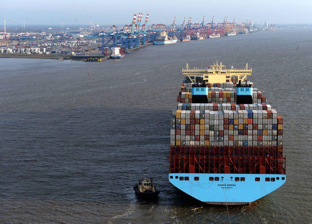 Die Maren Maersk läuft in Bremerhaven ein. Maßnahmen wie die geplante Weservertiefung werden laut Professor Ordemann nicht ausreichen, um einzelnen deutschen Seehäfen langfristige Perspektiven im Wettbewerb um die jeweils alleinige Abfertigung größerer Schiffe zu geben. Foto: © bremenports / BLG