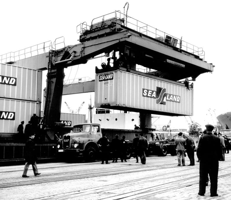 Im Bremer Überseehafen wurden die Container auf Lkw verladen.