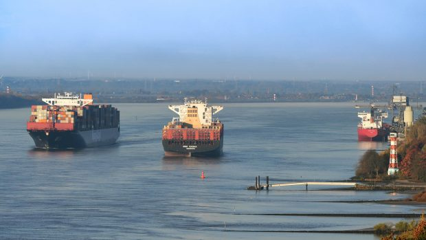Containerumschlag im Hamburger Hafen stagniert (c) HHM