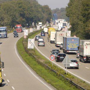 Cargonexx_Symbolbild_Lkw-Transport (c) Erich Westendarp_pixelio