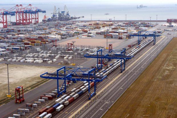 Wilhelmshaven Jade Weser Port  16.7.15 Luftfoto  Scheer