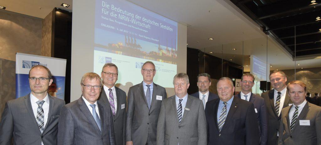Die Bedeutung der deutschen Seehäfen für die NRW-Wirtschaft wächst. Darin waren sich die Referenten und Organisatoren der Veranstaltung in Düsseldorf einig. Foto: Pressefoto Meyer/Düsseldorf