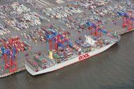 Fusion Cosco OOCL_OOCL Hong Kong am JadeWeserPort (c) Axel Biewer