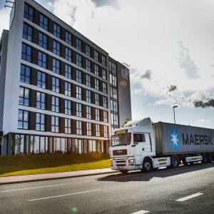 Container-Trucking im JadeWeserPort (c) Kurierdienst Löffler