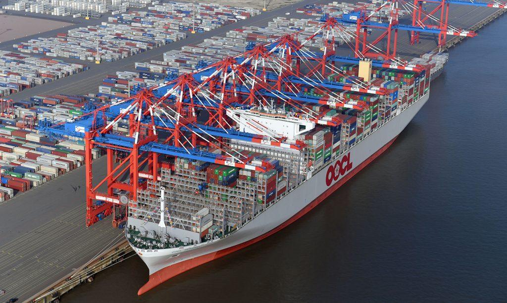 Die OOCL Germany, gemeinsam mit ihrem Schwesterschiff OOCL Hong Kong das derzeit größte Containerschiff der Welt, hat auf ihrer Jungfernfahrt am 16. Oktober 2017 erstmals am JadeWeserPort festgemacht. Der Mega-Carrier kann 21.413 TEU befördern und wird im LL1-Dienst der Ocean Alliance eingesetzt, der Europa mit den Häfen Shanghai, Ningbo, Xiamen, Yantian und Singapur verbindet.