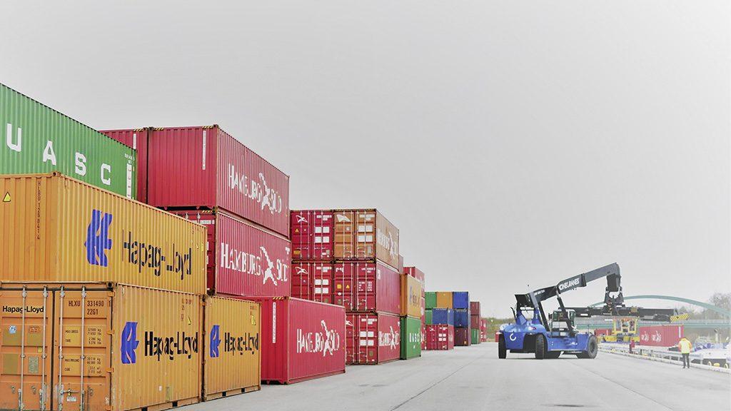 Neues VW Verpackungszentrum für Autoteile in Wilhelmshaven Güterverkehrszentrum JadeWeserPort