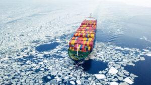 Bei steigender Meerestemperatur und eisfreier Passage können arktische Gewässer auch für die internationale Handelsschifffahrt interessant werden.