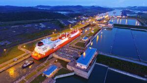 Neuer Rekordwert: Im Geschäftsjahr 2018, also von Oktober 2017 bis einschließlich September 2018, passierten Schiffe mit einer Gesamttonnage von 442,1 Panamakanal-Tonnen die wichtige Wasserstraße.