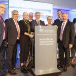 Der Schutz vor Terrorangriffen, Unfällen oder technischen Störungen in Häfen und Offshore-Windparks ist die Aufgabe vom Institut für den Schutz maritimer Infrastrukturen, das am 29. Oktober 2018 in Bremerhaven eröffnet wurde.