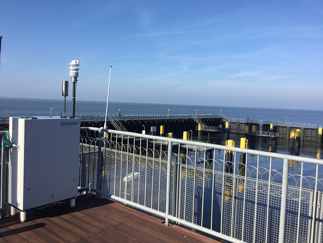 Die neue Station in Bremerhaven misst die Schadstoffe in den Rauchfahnen vorbeifahrender Schiffe. Weitere Messanlagen stehen in Hamburg und Kiel.